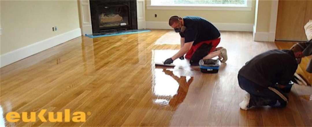 Lakování dřevěných podlah